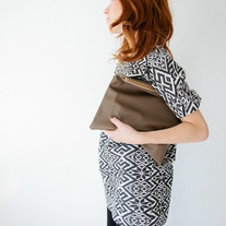 Solid leather clutch - Taupe