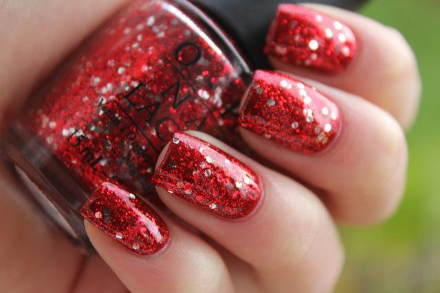 Маникюр красный цвет с блестками