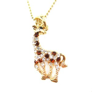 Classic Giraffe Shaped Rhinestone Animal Inspired Pendant Necklace in Gold