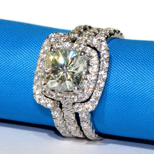 ... 3 CT Center NSCD SONA SIMULATED Diamond Cushion Cut Wedding Engagement  Ring With Curved Form Fit