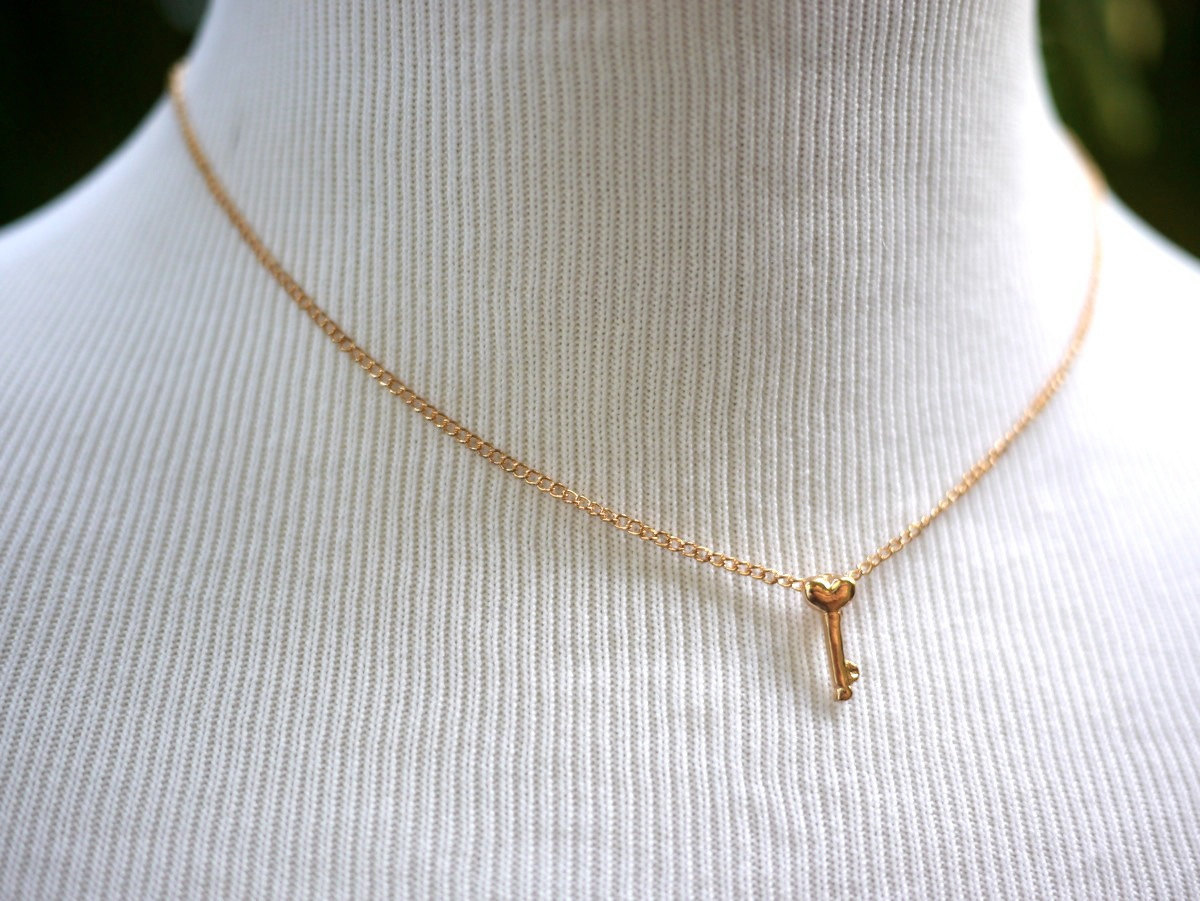 breakpoint sideways me tiny gold short star necklace floating for