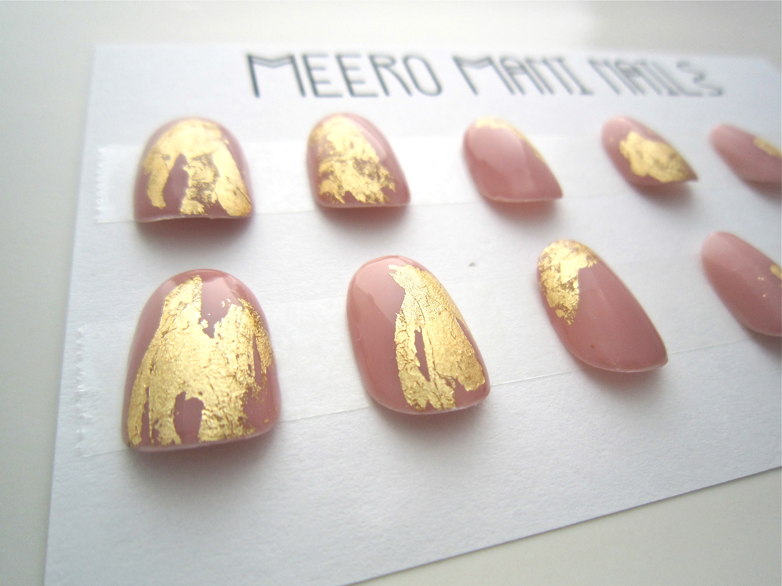 Gilded Pink Arabesque Gold Leaf press on nails set · MEERO MANI ...