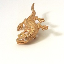 gold lizard gecko rhinestone eye pin brooch