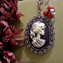 Skeleton Cameo Necklace - Mysterious Girl