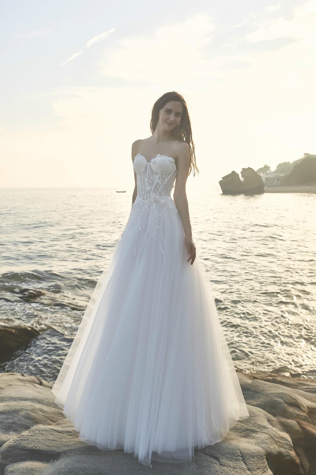 Lace Bohemian Beach Strapless Wedding Dress Plus Size · Wendy\'s ...