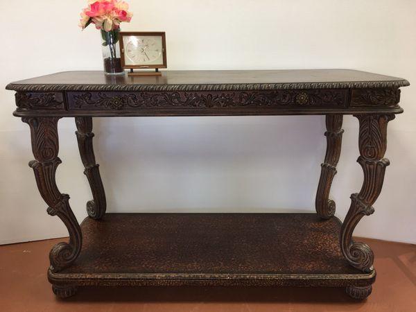 Preston Hill Ltd. Large Console Table