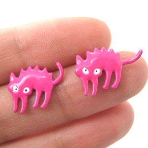 Surprised Kitty Scaredy Cat Kitten Animal Stud Earrings in Pink