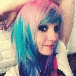 Blue-hair-colorful-hair-marimoon-novo-arte-pink-hair-favim.com-257164