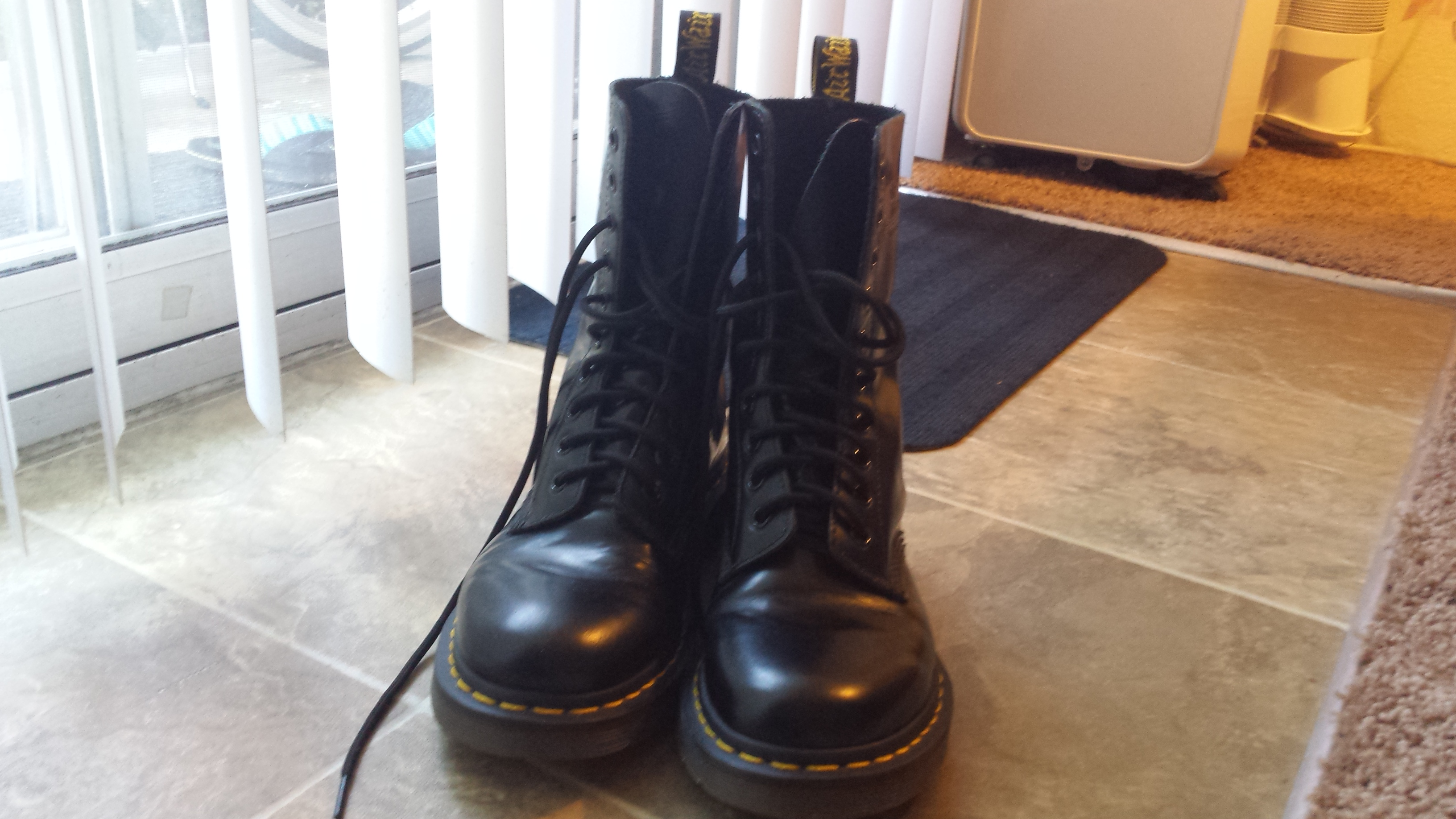 ... Dr. Martens 1490 Size 7 10 Eye Black Leather Boots - Thumbnail 2 ... 0068228f4