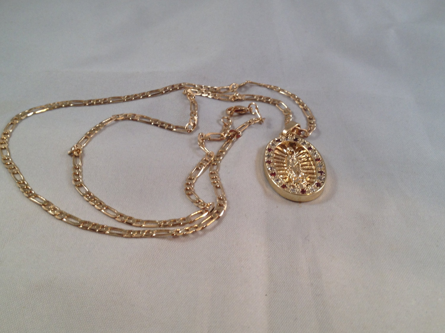 eec26edfdfaf8 Virgen De Guadalupe Cadena Oro Rosario Sinaloense Our Lady of Guadalupe  Gold Necklace Red White from rg rosaries