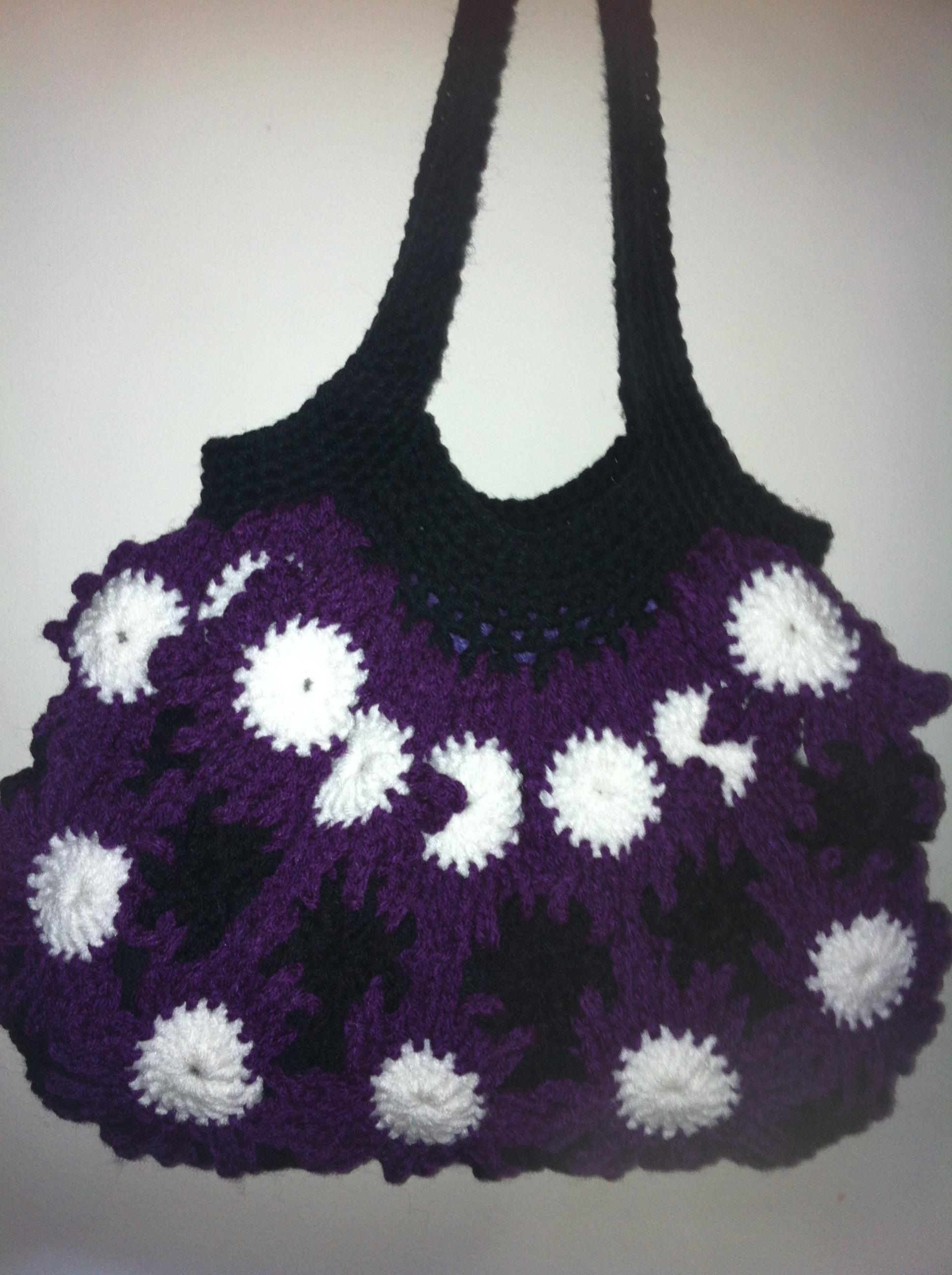 Crochet Flower Purse · Jasmine and Arianna'