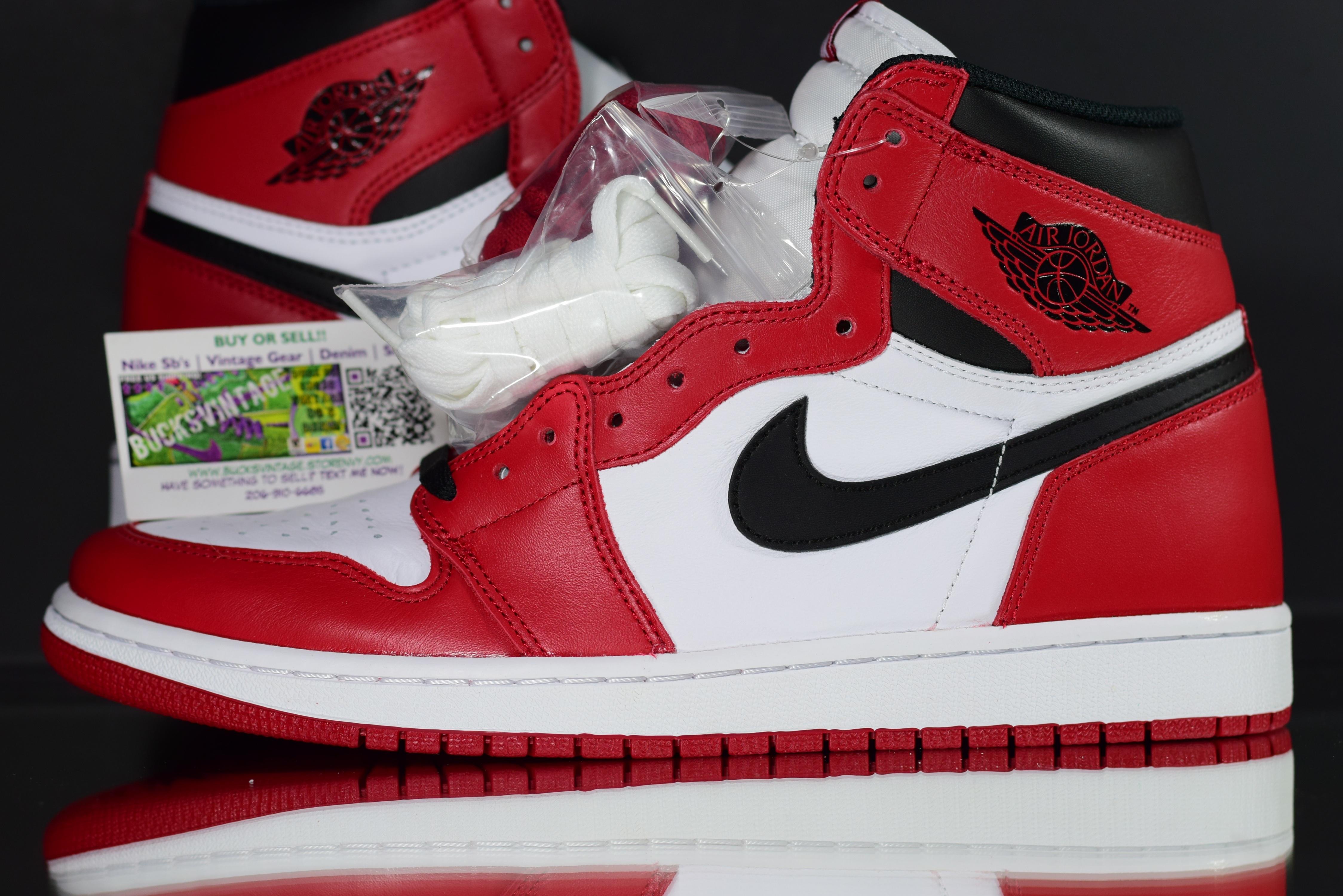 online store a3c1b 765a5 Size 11.5   2015 Nike Air Jordan 1 Retro OG CHICAGO · BucksVintage .