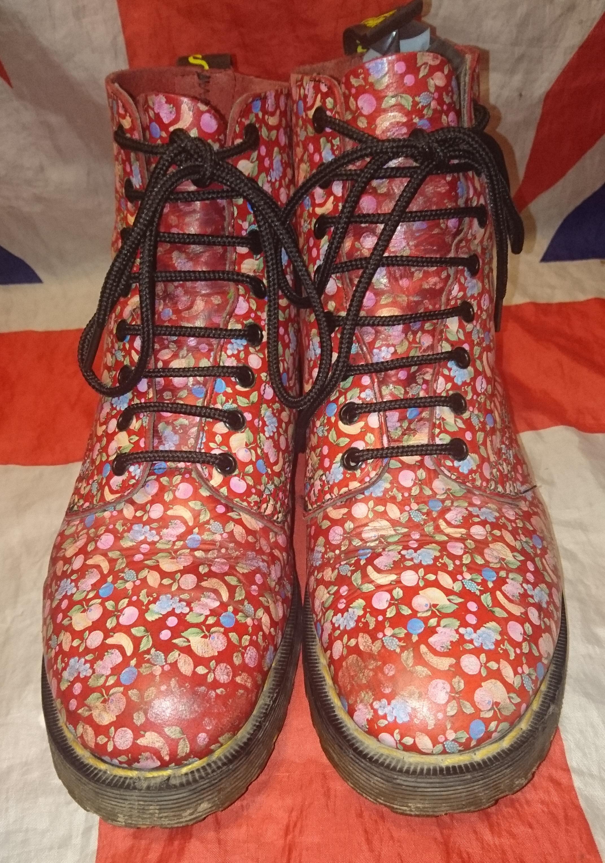 d33c438dab9 HAWKINS RARE Vintage 90s Fruit Dr Doc Martens - Hippy Unique Floral - UK 7*