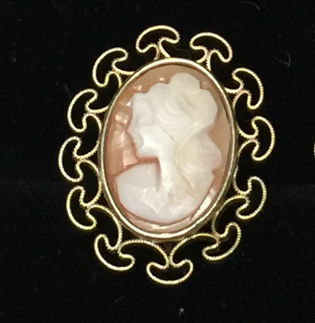 10e75424203ea Vintage Krementz Cameo Gold Tone Screw Back Earrings