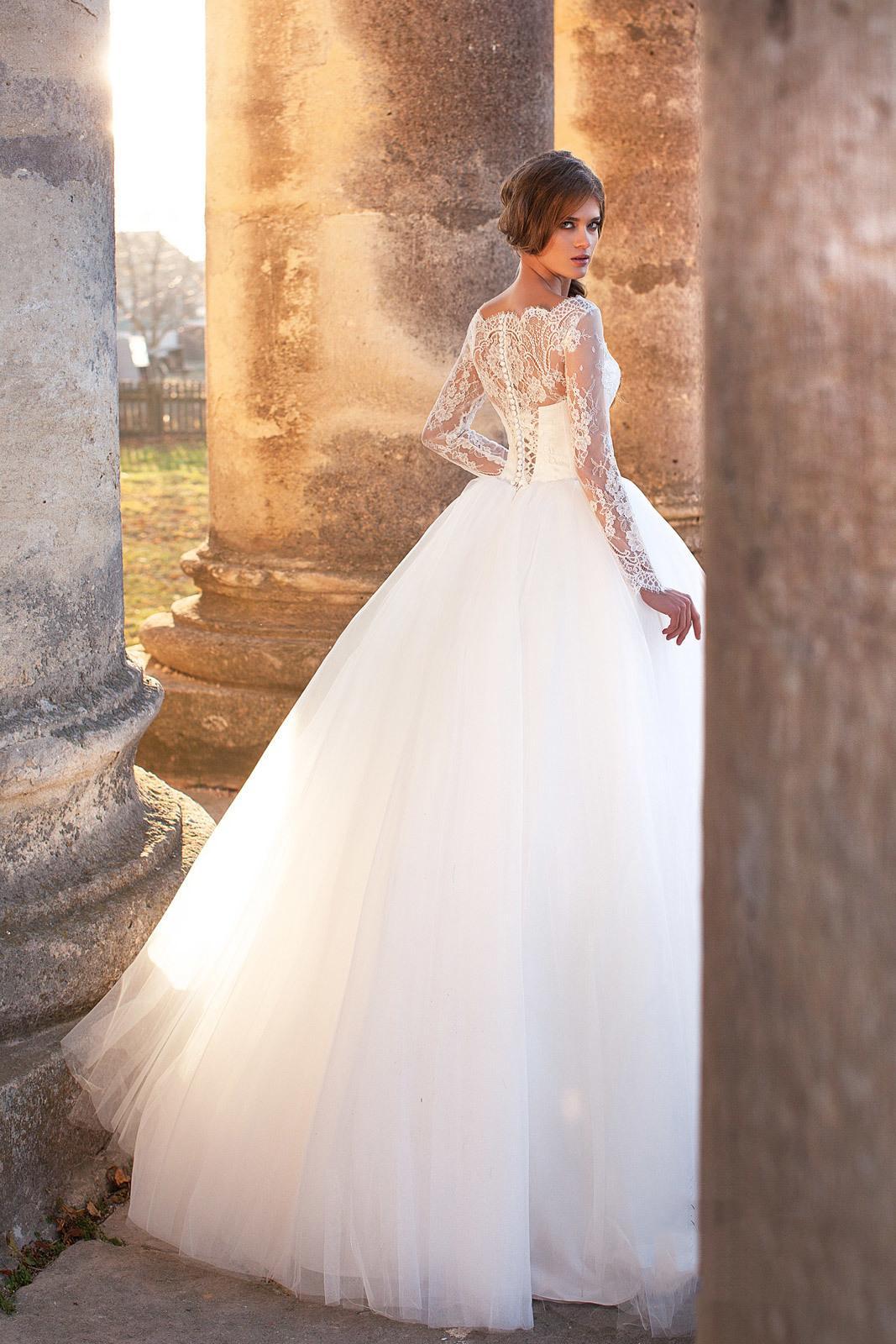 626dbd25b65d E100 Romantic Puffy Ball Gown Wedding Dresses Lace Appliques Long Sleeve  Bateau Neck Court Train Tulle