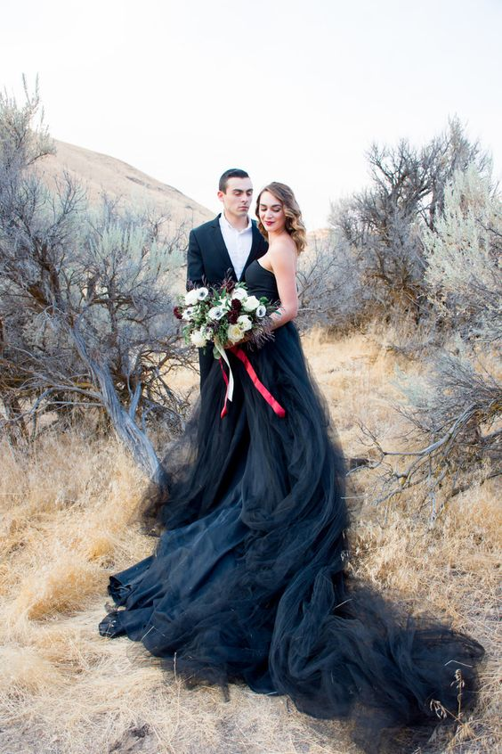 Black Wedding Gown.2019 Black Wedding Dress Strapless Tulle Wedding Dresses Bridal Dress Unique Wedding Gown Bridal Gown
