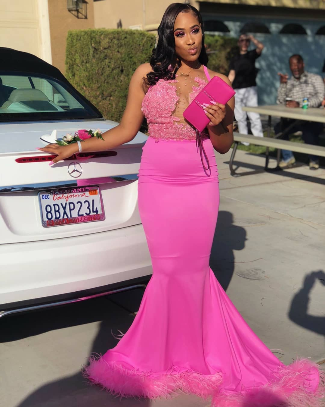 Gorgeous Long Pink Mermaid Prom Dress 2018 Halter Lace Appliques Beaded  Feather Floor Length Formal Evening ff5e8effe1ba